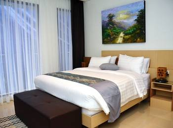 7 BR Pool Villa Dago Hill View Bandung - Deluxe Room With Private Bathroom Save 30% Off