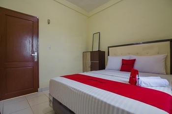 RedDoorz near Politeknik Negeri Medan Medan - RedDoorz Room Last Minute Deal