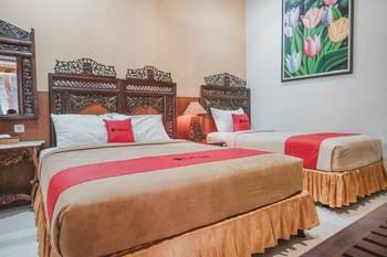 RedDoorz near Galeria Mall 2 Yogyakarta - RedDoorz Family Room Basic Deal