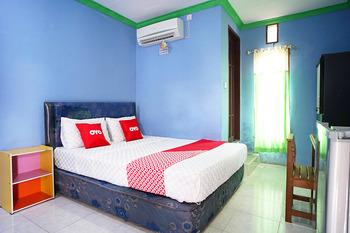 OYO 2343 Winolanto Guest House Syariah Balikpapan - Deluxe Double Room Regular Plan