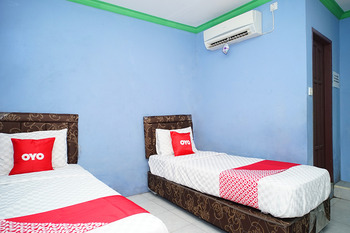 OYO 2343 Winolanto Guest House Syariah Balikpapan - Deluxe Twin Room Regular Plan