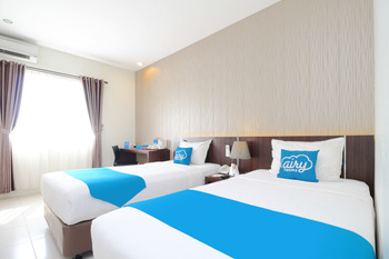 Airy Purwosari Slamet Riyadi 331 Solo - Superior Twin Room Only Special Promo Aug 43