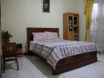 Santibi's Villa Kota Bunga Swiss Cianjur - 6 Bedrooms Regular Plan