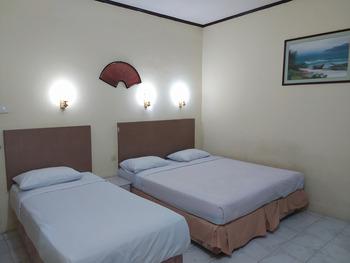 OYO 3324 Wilhelmina Hostel Pangkalpinang - Suite Triple Room Regular Plan