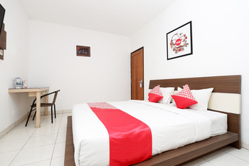 OYO 1251 Sweet Home Residence Semarang - Deluxe Double Room Regular Plan