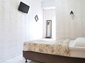 RedDoorz near Maranatha University Bandung - Reddoorz Room Special Promo Gajian