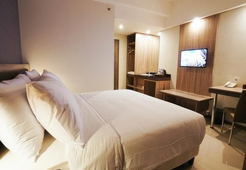 My Tower Hotel Surabaya Surabaya - Deluxe Queen Room Regular Plan