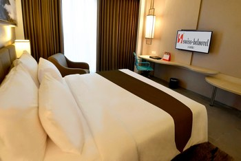 Swiss-Belhotel Jambi - Deluxe Queen Room Only Regular Plan