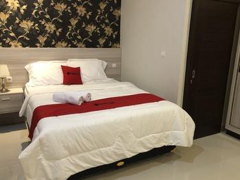 RedDoorz Plus near Solo Paragon Mall Solo - RedDoorz Deluxe Room Basic Deal