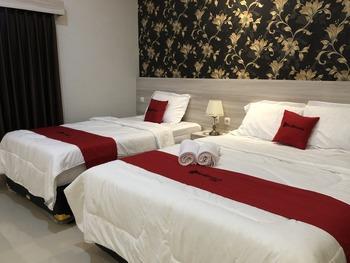 RedDoorz Plus near Solo Paragon Mall Solo - RedDoorz Family Room Basic Deal