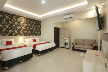 RedDoorz Plus near Solo Paragon Mall Solo - RedDoorz Deluxe Twin Room Basic Deal