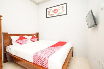 OYO 720 Griya Nina Syariah Surabaya - Standard Double Room Regular Plan