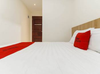 RedDoorz @ Nagoya Indah Batam - RedDoorz Room with Breakfast Regular Plan