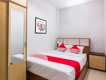 OYO 1118 Artomoro Family Guesthouse Yogyakarta - Deluxe Double Room Regular Plan