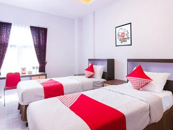 OYO 1118 Artomoro Family Guesthouse Yogyakarta - Deluxe Twin Room Regular Plan