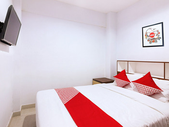 OYO 1118 Artomoro Family Guesthouse Yogyakarta - Standard Double Room Regular Plan