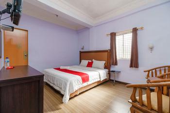 RedDoorz near Pantai Bebas Parapat Danau Toba - RedDoorz Room 24 Hours Deal