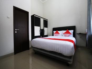 OYO 2231 D'kost Pangkalpinang - Deluxe Double Room Regular Plan