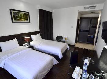 Continent Centrepoint Panakkukang - Superior Twin Room Only Special Deals