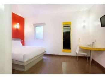 Amaris Diponegoro Jogja - Smart Room Queen Offer Last Minute Deal