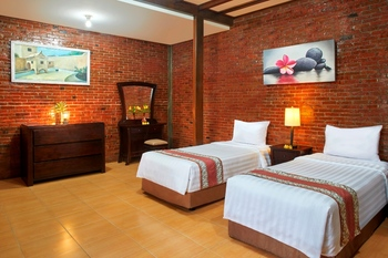 Jambuluwuk Convention Hall & Resort Batu Batu - 3 Bedroom Superior Stay Longer Promo