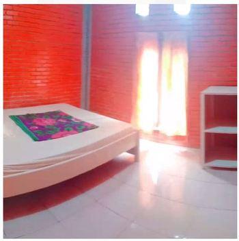 Villa Raisa Mojokerto - Raisa 1 3 Bedroom Room Only NR Stay More Pay Less