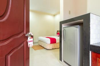 OYO 994 Huber Apartment Medan - Deluxe Double Room Regular Plan