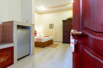 OYO 994 Huber Apartment Medan - Suite Double Regular Plan