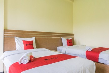 RedDoorz @ Tambolaka Sumba Pulau Sumba - RedDoorz Twin Room Basic Deals Promotion