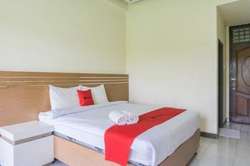 RedDoorz @ Tambolaka Sumba Pulau Sumba - RedDoorz Room Basic Deals Promotion