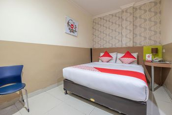 OYO 1560 Capital Hotel Makassar - Deluxe Double Room Regular Plan
