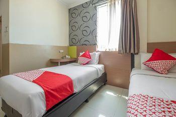 OYO 1560 Capital Hotel Makassar - Deluxe Twin Room Regular Plan
