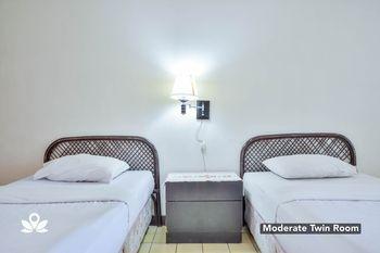 Silintong Hotel Danau Toba - Moderate Twin NONREF Breakfast  Regular Plan