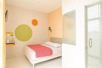 Dewarna Hotel Malang - Deluxe Double Room Regular Plan