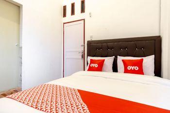 OYO 1874 Joh - Je Guest House Medan - Standard Double Room Regular Plan
