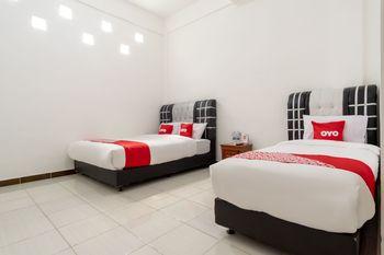 OYO 1874 Joh - Je Guest House Medan - Suite Triple Regular Plan