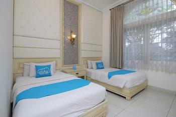 Airy Cicendo Otten 6 Bandung - Executive Twin Room with Breakfast Regular Plan