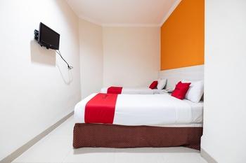 RedDoorz Plus @ The Alden Hotel Makassar - RedDoorz Twin Room Last Minute