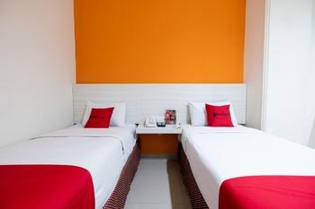 RedDoorz Plus @ The Alden Hotel Makassar - RedDoorz Deluxe Twin Room Last Minute