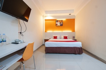 RedDoorz Plus @ The Alden Hotel Makassar - RedDoorz Deluxe Room Last Minute