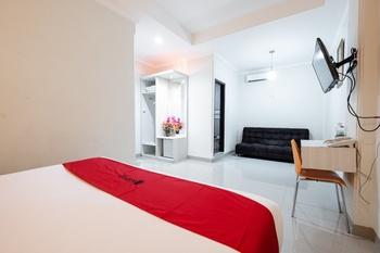 RedDoorz Plus @ The Alden Hotel Makassar - RedDoorz Premium with Breakfast Last Minute