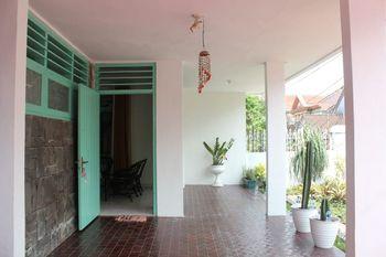 Omah Oma Vintage with 6 BR Malang - Sewa Satu Rumah 6 Kamar Regular Plan
