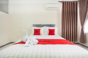 RedDoorz near Balaikota Among Tani Batu Malang - RedDoorz Room Basic Deal