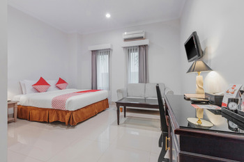 Capital O 534 Sriwijaya Hotel Jakarta - Deluxe Double Room Regular Plan