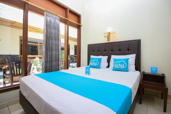 Airy Alun Alun Kejaksaan Siliwangi 108 Cirebon - Deluxe Double Room with Breakfast Special Promo July 45