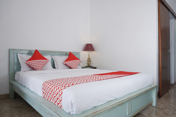 OYO 244 Griya Cemara Homestay Yogyakarta - Standard Double Room Regular Plan