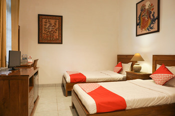 OYO 244 Griya Cemara Homestay Yogyakarta - Standard Twin Room Regular Plan