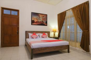 OYO 244 Griya Cemara Homestay Yogyakarta - suite double Regular Plan