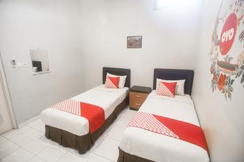 OYO 239 Hotel Star 88 Yogyakarta - Standard Twin Room Regular Plan