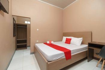 RedDoorz Syariah @ Bulak Kapal Bekasi - RedDoorz Room KETUPAT